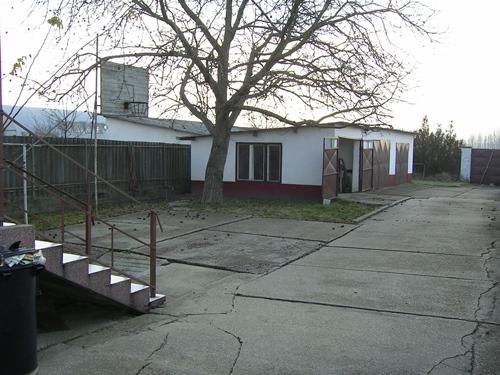 Bátmonostor, Családi ház